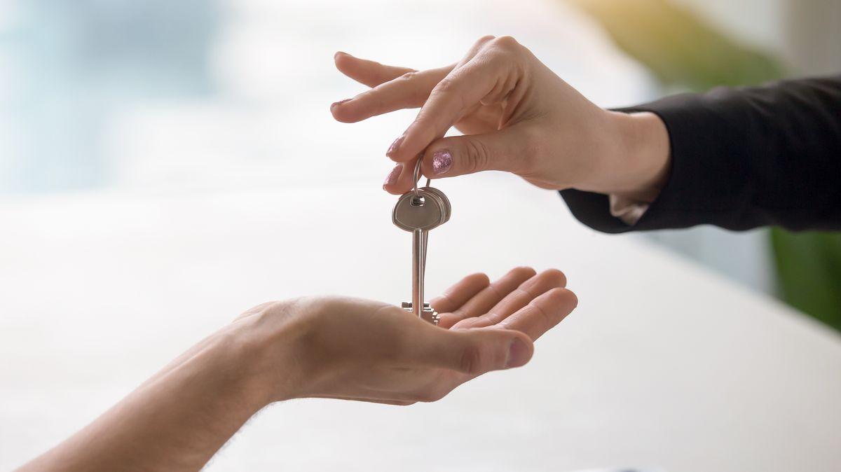 Mezikrok do života. Dospělí zdětských domovů sdílejí byty svysokoškoláky