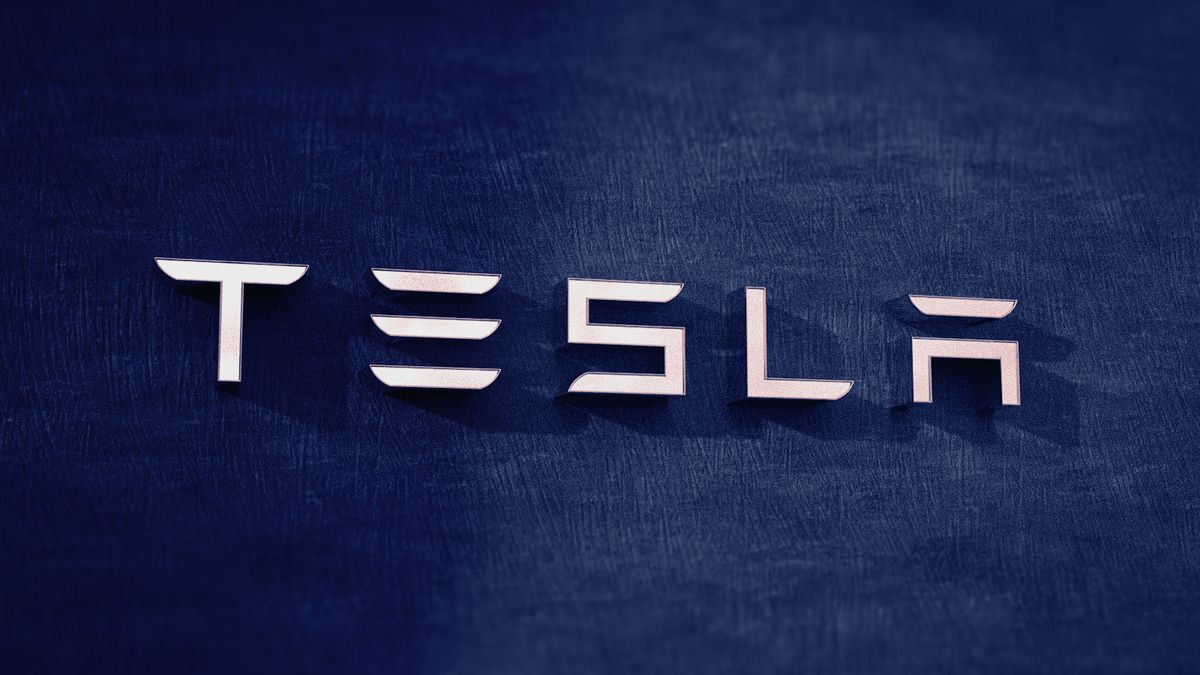 Mohla za smrt deseti řidičů Tesla? Úřady to prověří