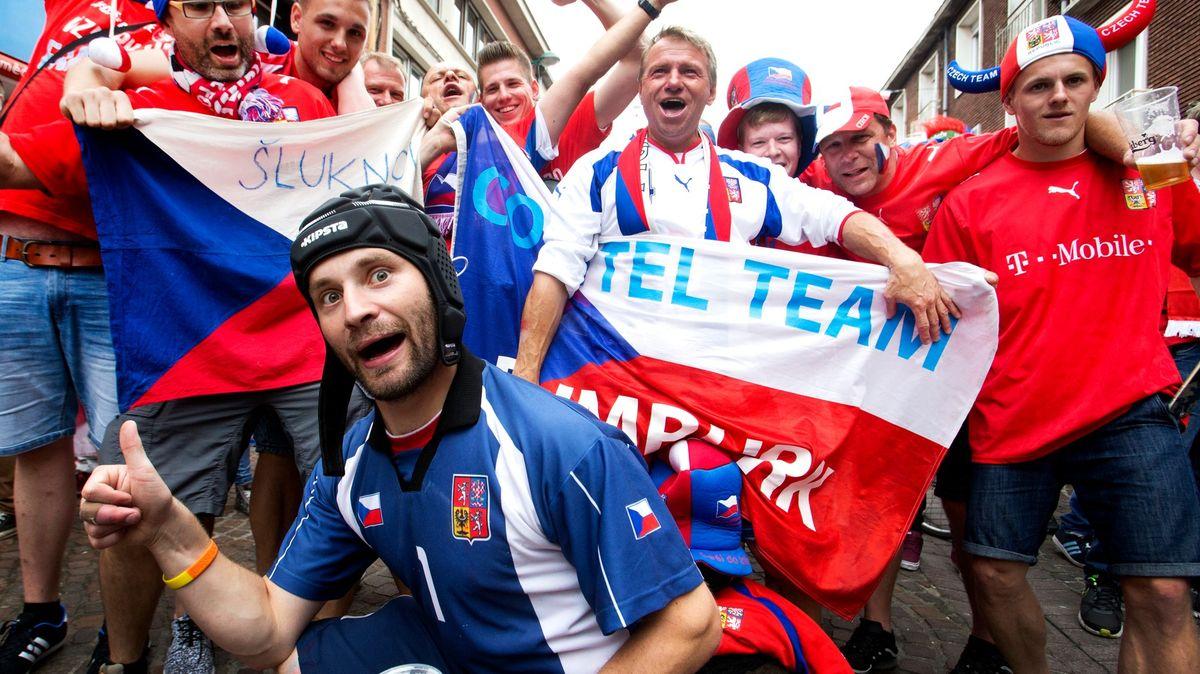 Fotbalové Euro? Pro diváky karanténa, zakryté dýchací cesty a stres