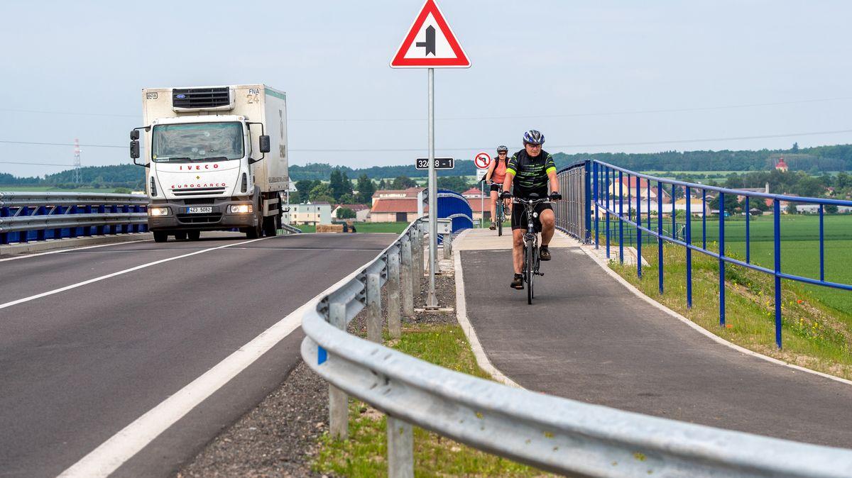 D11 je už zcela průjezdná, silničáři ráno otevřeli iúsek na Hradec Králové