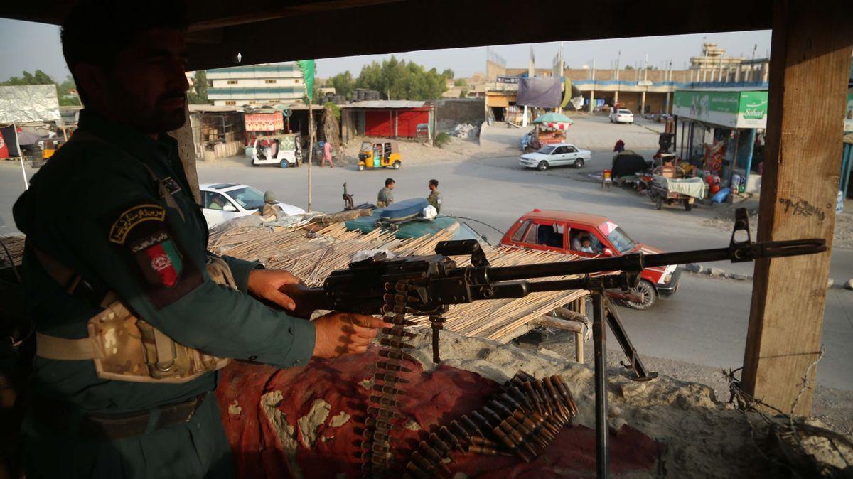 Tálibán přiznal vinu za smrt komika. Hnutí ovládá přes 50procent země