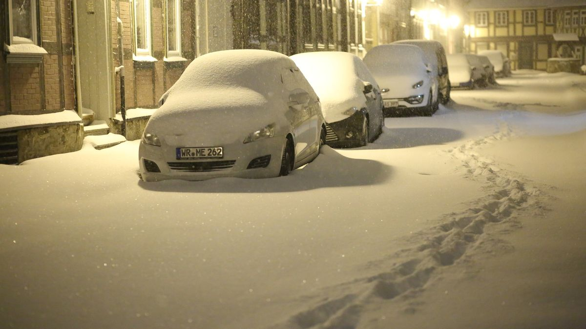 Sněžení ještě nekončí. VNěmecku stojí vlaky, pod sněhem se zřítil cirkus