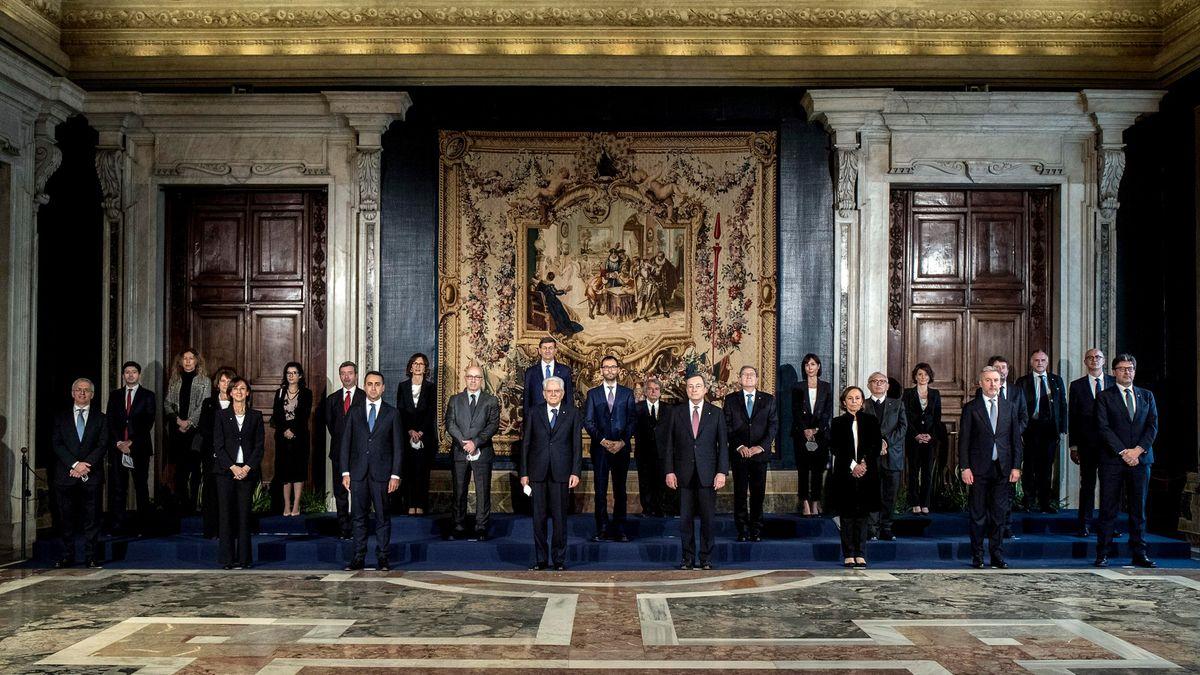 Nová italská vláda složila přísahu. Tvoří ji osm žen a patnáct mužů