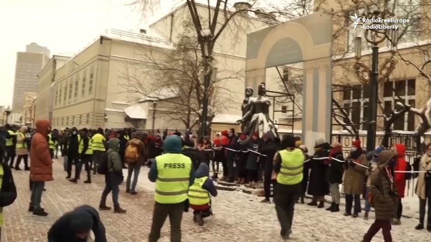 Video: Láska je silnější než strach, skandovali příznivci Navalného