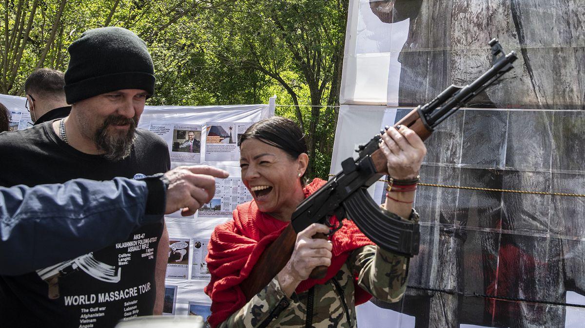 Kalašnikov, Foldyna iKoněv. Čeští fanoušci Nočních vlků uctili padlé sovětské vojáky