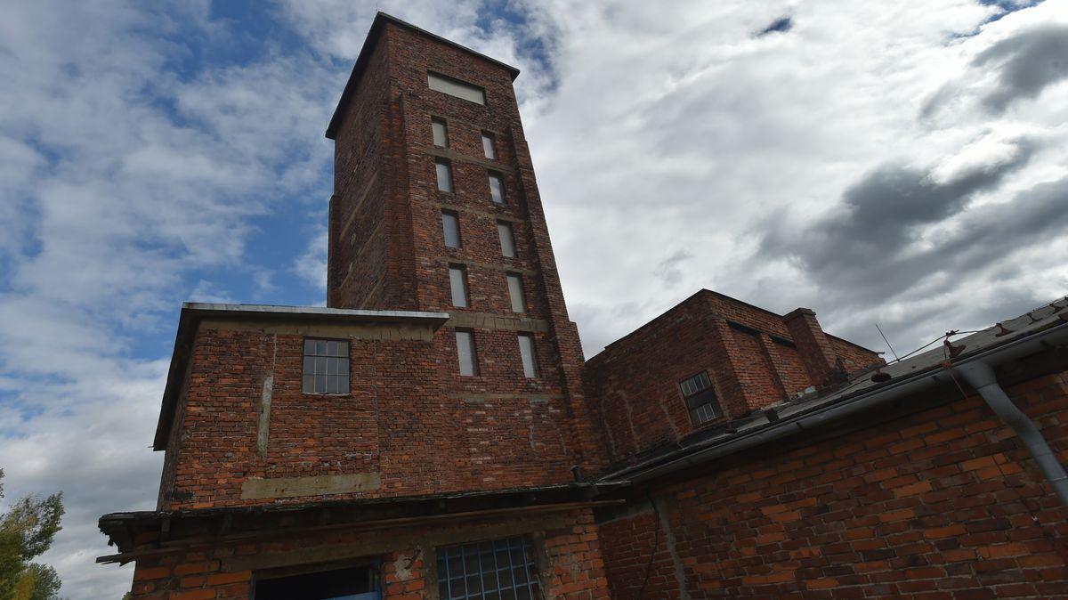Před památkou UNESCO má vyrůst obří průmyslová hala. Místní se brání
