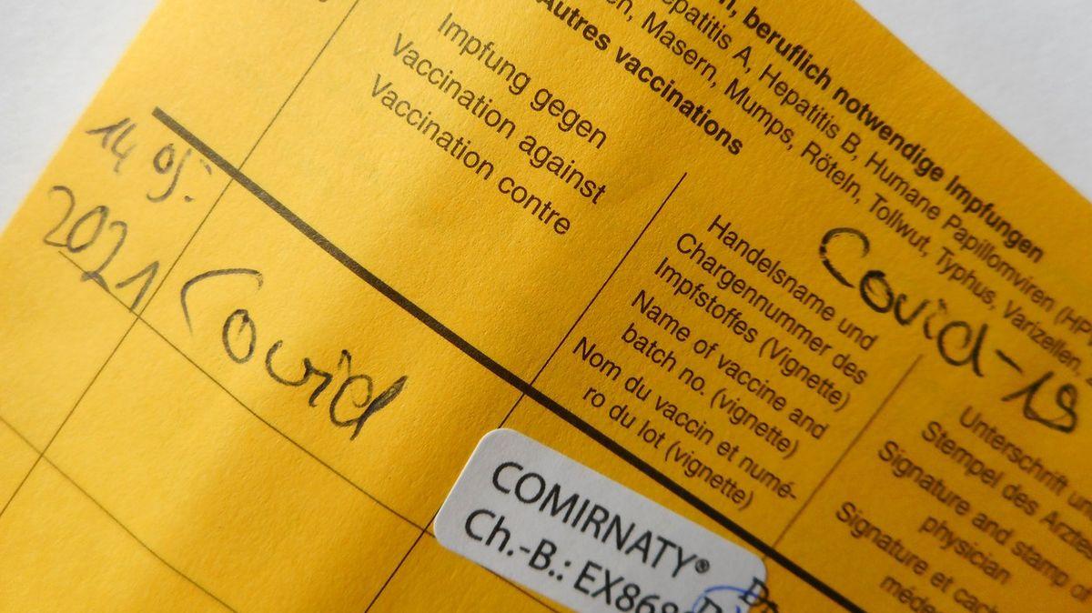 Uzdravení Němci dostanou jen jednu dávku vakcíny, pravidla na ně nemyslí