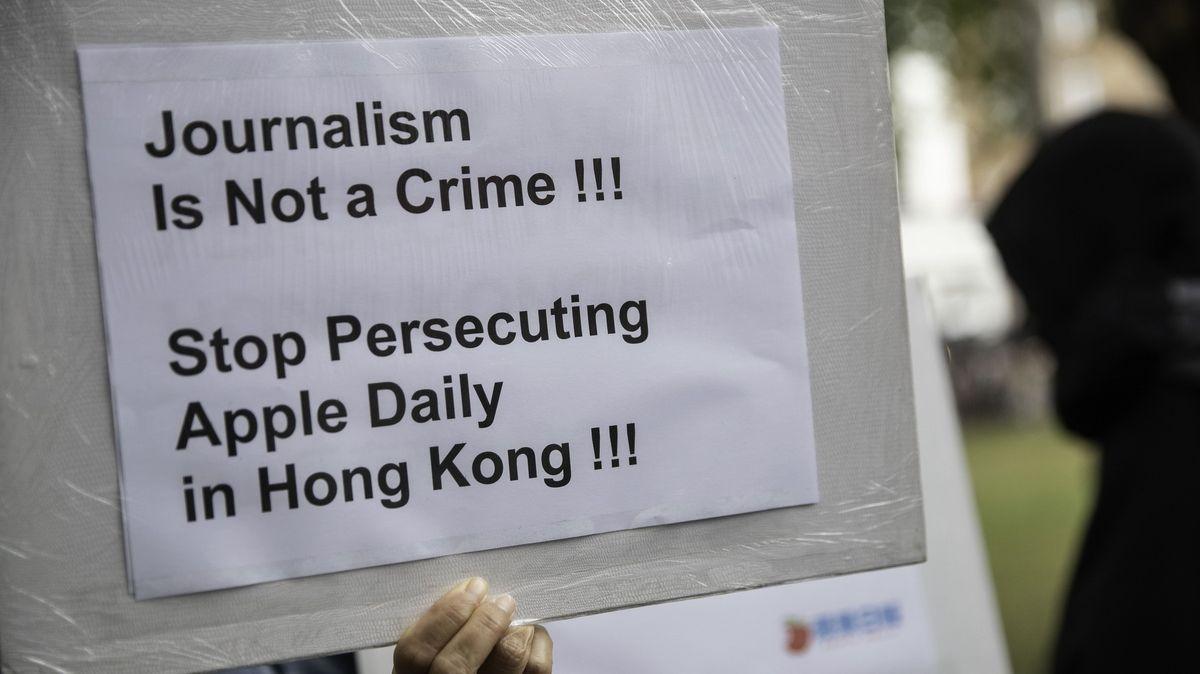 Populárnímu hongkongskému deníku hrozí zánik. Peking mu zmrazil účty