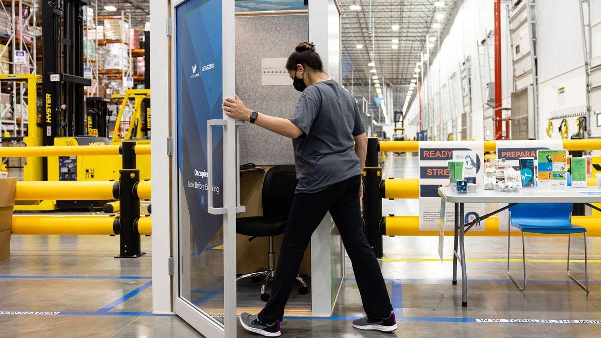 """Pracovní relax v """"toaletní budce"""". Nápad obří firmy, která je ivČesku, se dočkal výsměchu"""