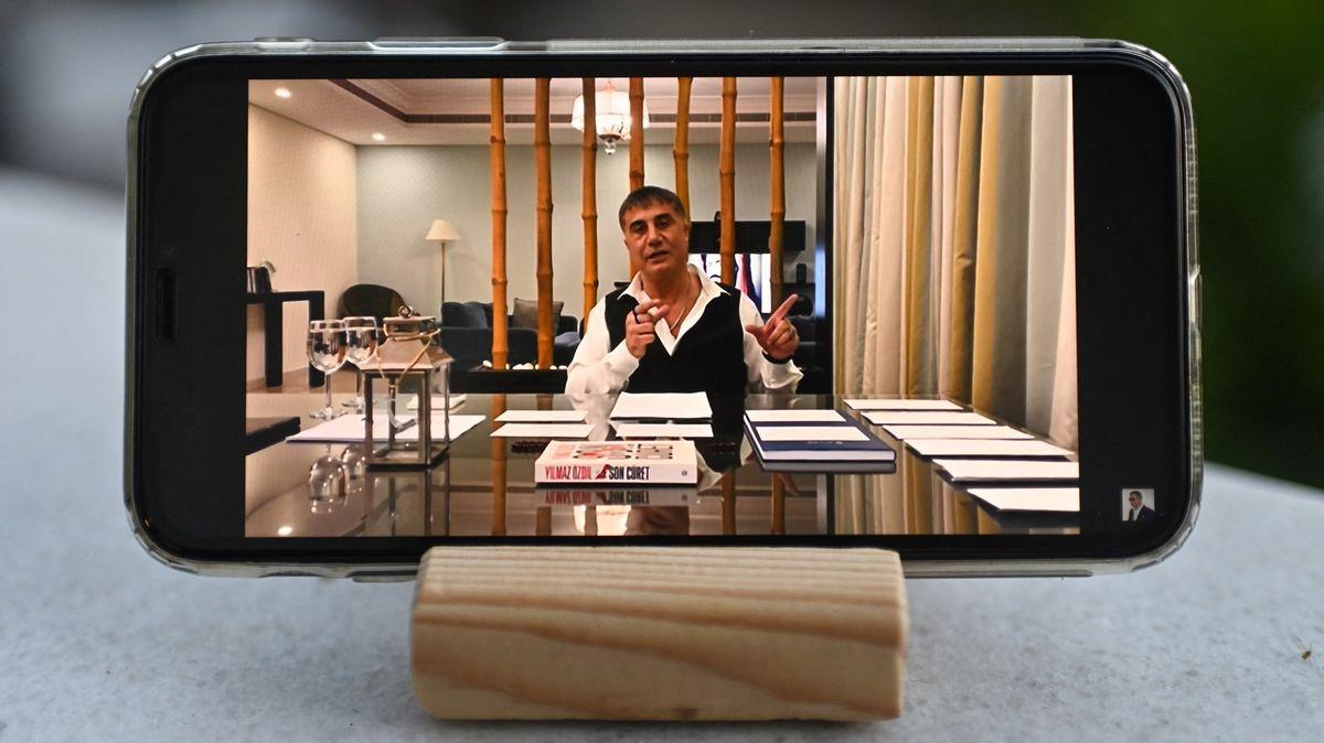 Turecký mafián děsí svou vládu. Prezidentovy lidi obviňuje zvražd a korupce