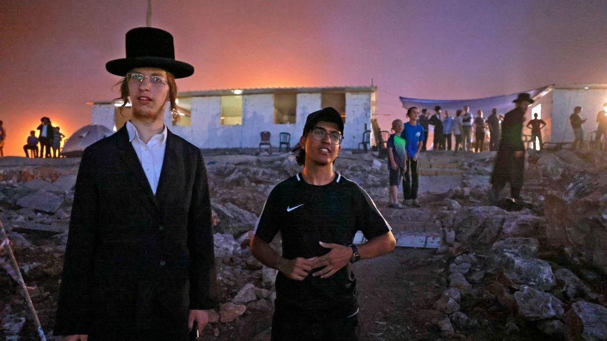 Fotky znové židovské osady. Vznikla načerno a vyvolala spoustu zloby