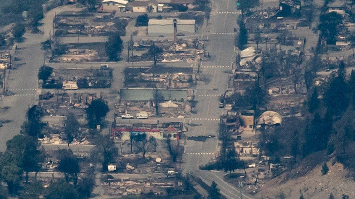 Fotky: Město, které přepsalo třikrát teplotní rekord, shořelo na popel