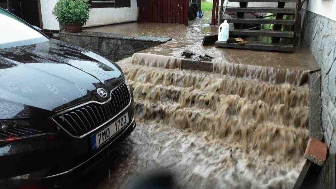Velmi silné bouřky dnes zasáhnou východ Česka. Řeky opět stoupnou