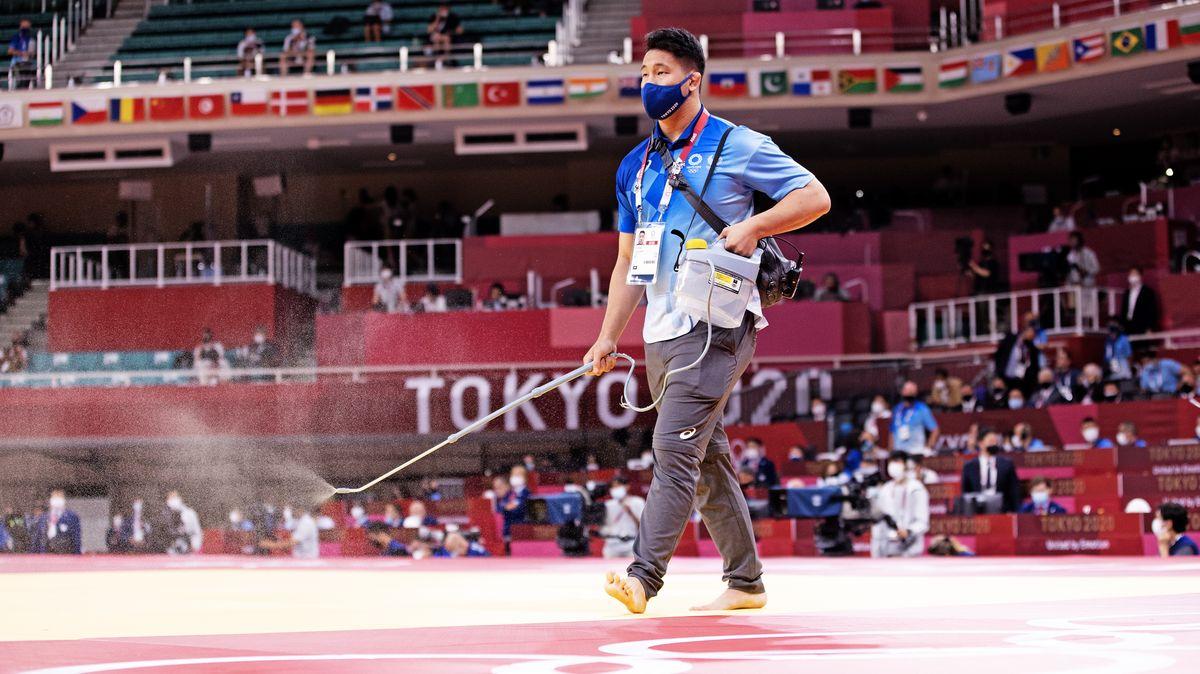 Náš fotograf vTokiu: Jak se pucují olympijská tatami